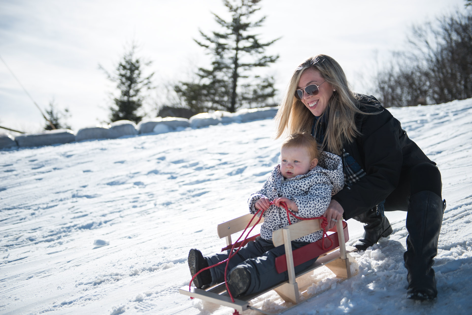 mom_daughter_sled